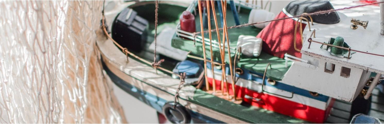 Bateau de pêche, pointu, thonier, laud, chalutier